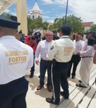 Superintendente y guardas de seguridad en acto de refrendación en Valledupar